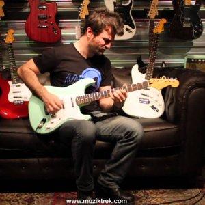 Squier Vintage Modified Surf Stratocaster Test-Müziktrek
