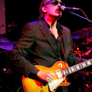 "Joe Bonamassa ""Sloe Gin"" - Guitar Center's Battle of the Blues 2012 - YouTube"