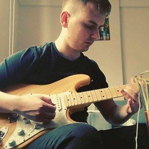 "@kiyidanuzakband on Instagram: ""#joesatriani  #acoustic #solo #satriani#guitarporn #fender #strat #stratocaster #riffwars#melody #riffwarsrock #rockg"