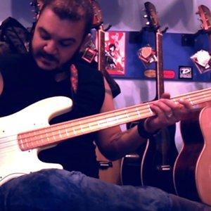 Bas Gitar Dersi 8 - Rock Ritmi - (Gökhan Yumuşakdemir)