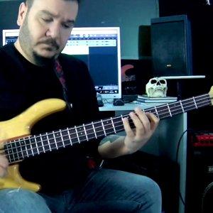 Funk Bass improvisation - Slap Bass - Double Thump - Finger Bass Techniques