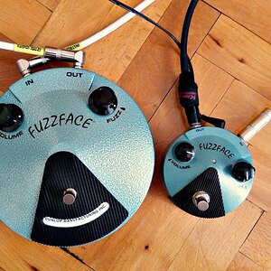 Comparison #9: Dunlop Jimi Hendrix Fuzz Face Mini vs. Standard